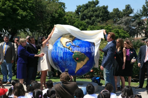 Arnold Schwarzenegger unveiling rainforest Cool Globe by Andrea Harris, Sandie Bacon, Ann Bingham Freeman