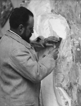 Alvin Langdon Coburn (British, 1882-1966). Henri Matisse working from Back (II) to Back (III), May 13, 1913. Photograph. Courtesy of George Eastman House, International Museum of Photography and Film, Rochester, 1979:3924:0009.